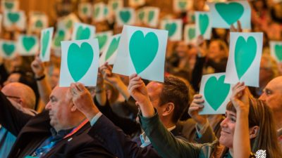 EAPM congress delegates hold up love hearts